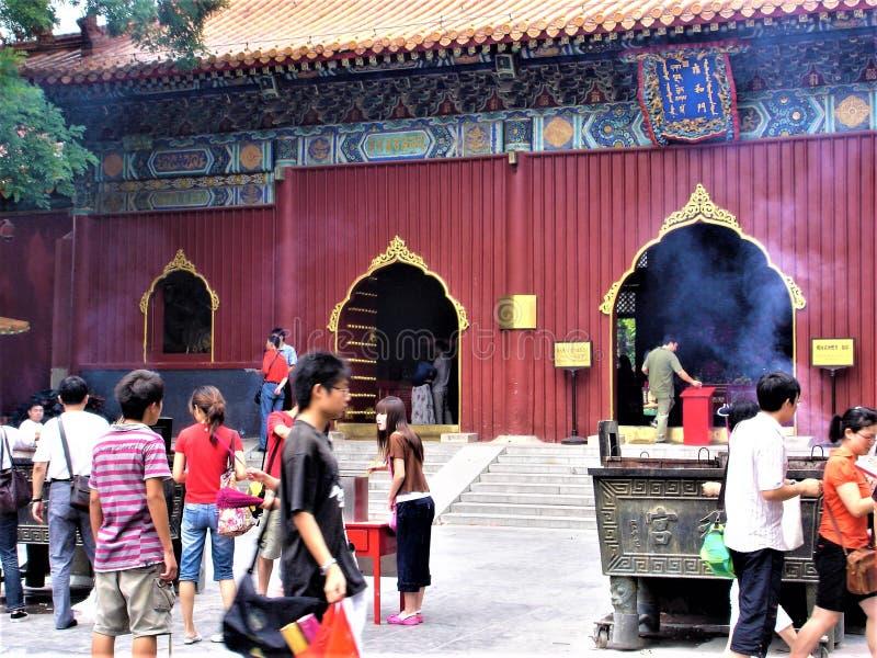 Den Yonghe templet i Pekingstaden, Kina Tibetan buddism, historia och dyrkan royaltyfria foton