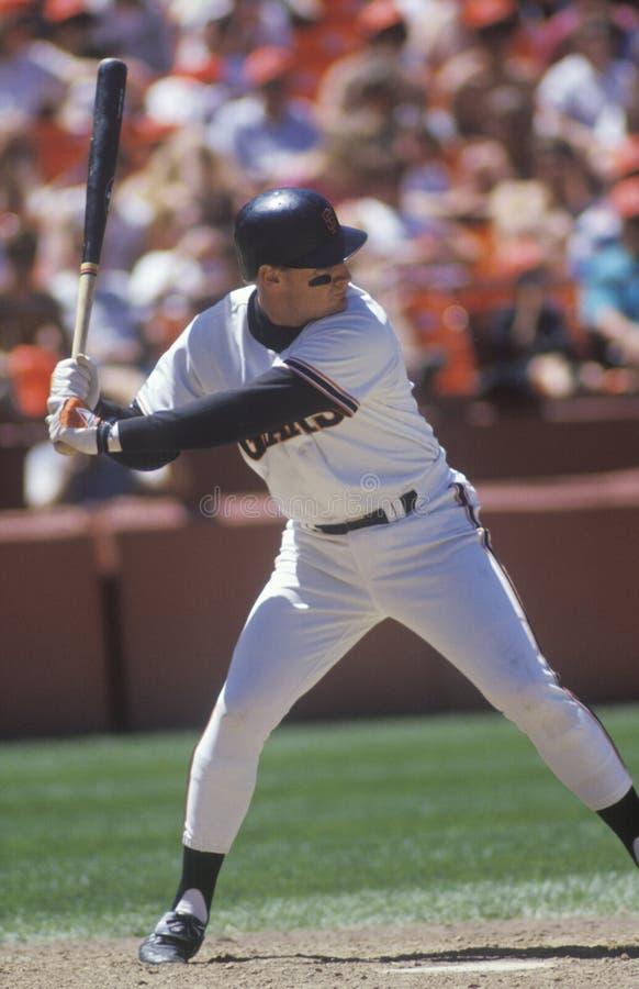 Den yrkesmässiga basebollspelaren skallr Clark upp på slagträet, ljusstake parkerar, CA royaltyfria bilder