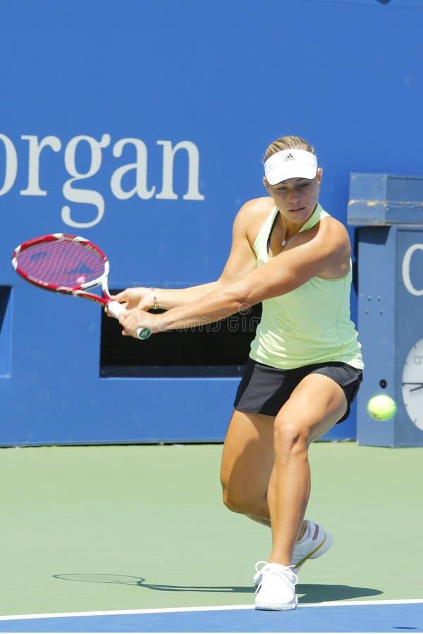 Den yrkesmässiga tennisspelaren Angelique Kerber från Tyskland öva för US Open 2014 på Billie Jean King National Tennis Center royaltyfria bilder