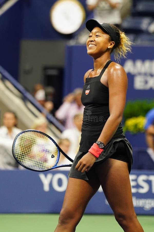 Den yrkesmässiga tennisspelaren Naomi Osaka firar seger efter den US Openhalv-finalen matchen 2018 arkivfoton