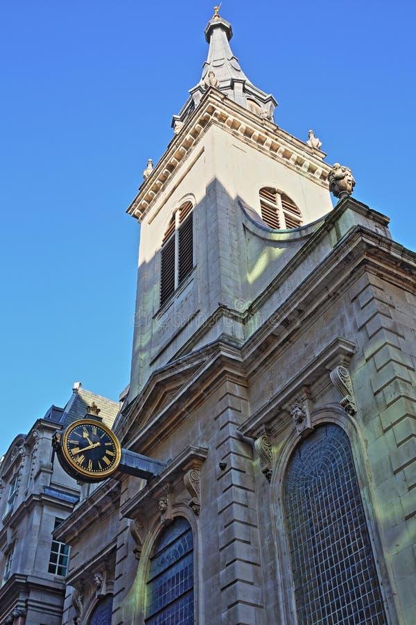 Den yttre fasaden av St Edmund konungen Church i det finansiella området av staden av London royaltyfri fotografi