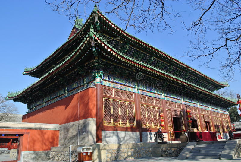 Den Zhengjue templet i Yuanmingyuan parkerar arkivbild