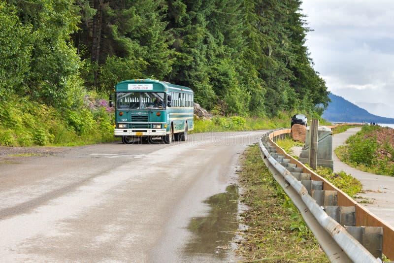 Den ZipRider bussen arkivbild