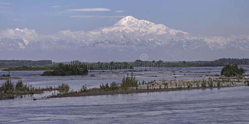 Denali zet het Panorama van McKinley Alaska dichtbij Talkeetna op stock foto