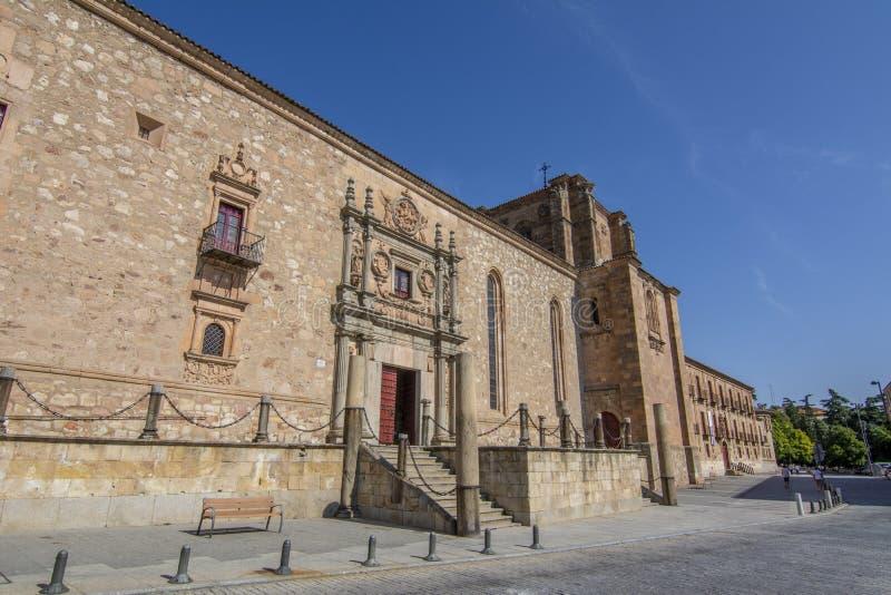 Denbarock portalen av hjärtförmaken av Colegio Arzobisp royaltyfria bilder