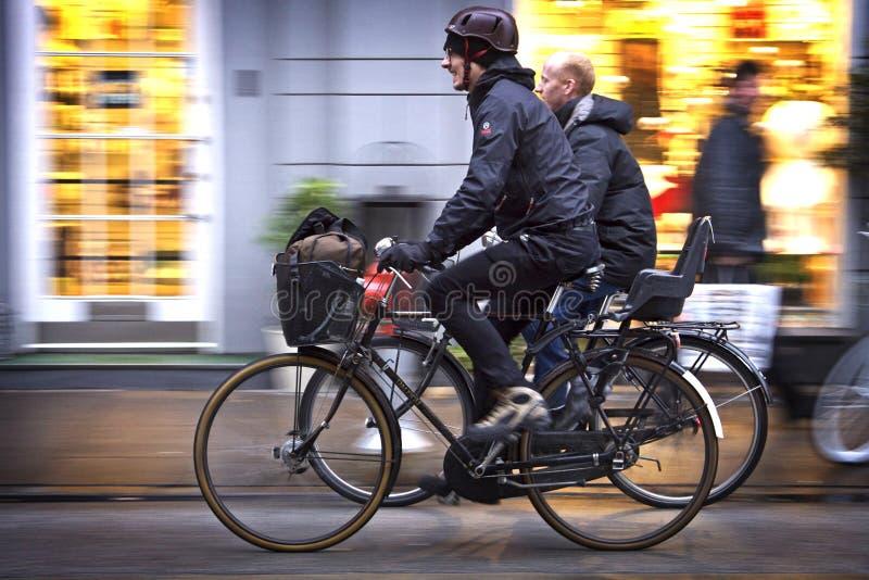 Denemarken: Groen verkeer in Kopenhagen stock afbeelding