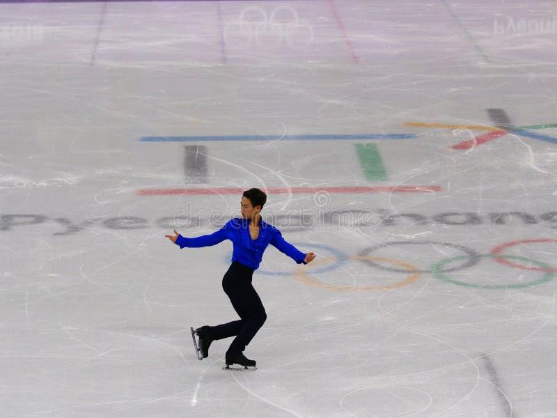 Denis Ten von Kasachstan führt in Männer-Einzel-eislaufendem kurzem Programm an der 2018 Winterolympiade durch stockbilder