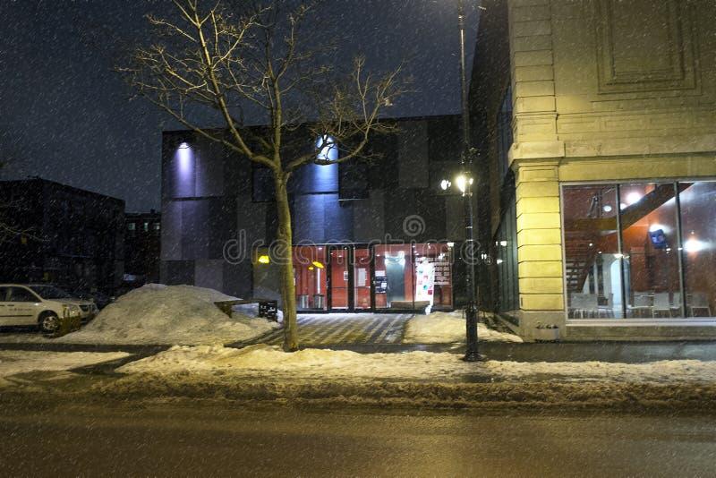 Denise Pelletier Theatre på natten royaltyfria foton