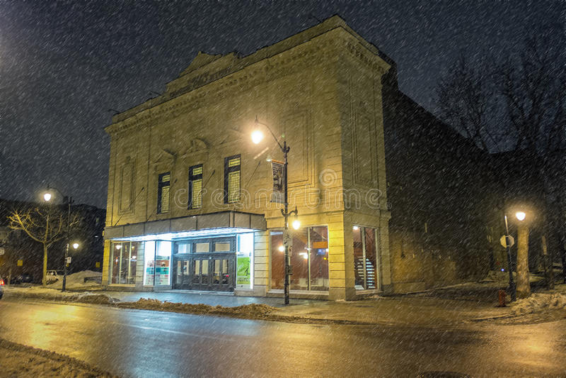 Denise Pelletier Theatre på natten royaltyfria bilder