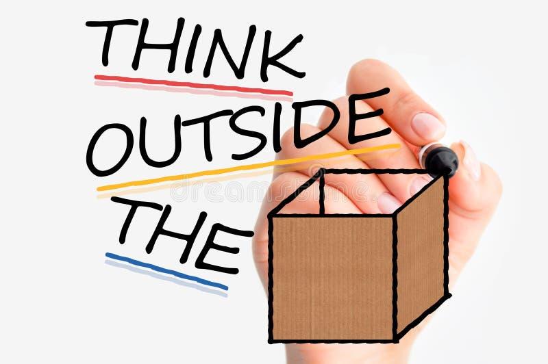 Denk buiten de doos of verschillend als u succes in zaken wilt hebben stock fotografie