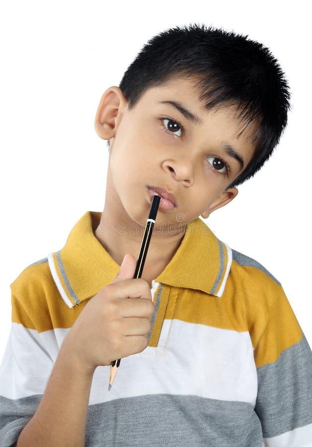 Denken des kleinen Jungen lizenzfreie stockbilder