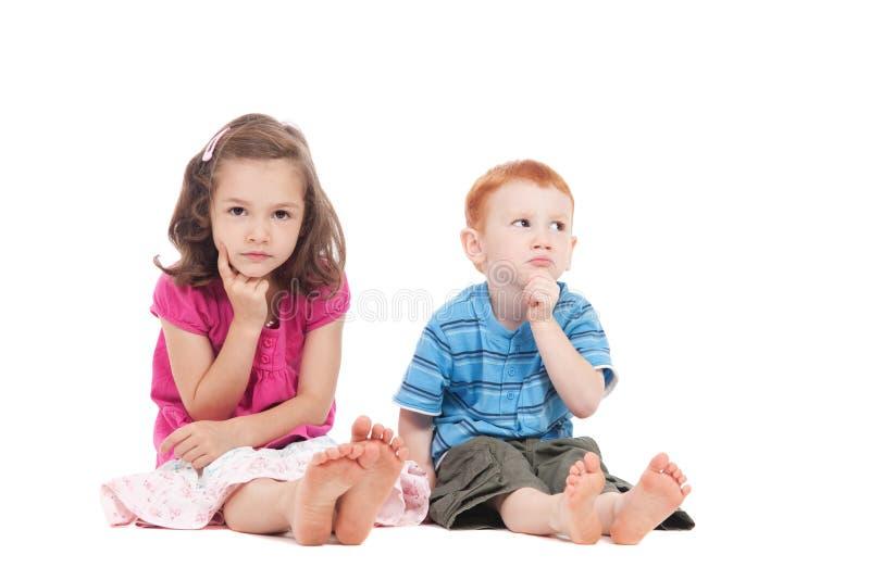 Denken mit zwei Kindern stockbilder