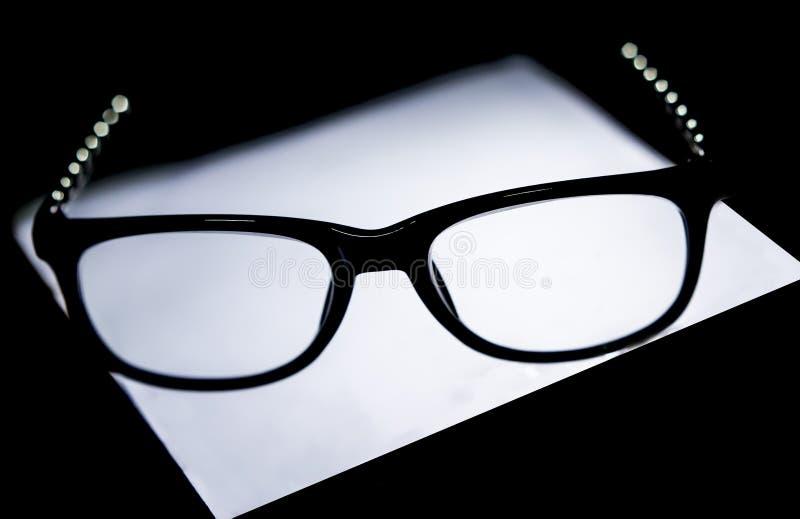 Denkend oogglas stock afbeeldingen