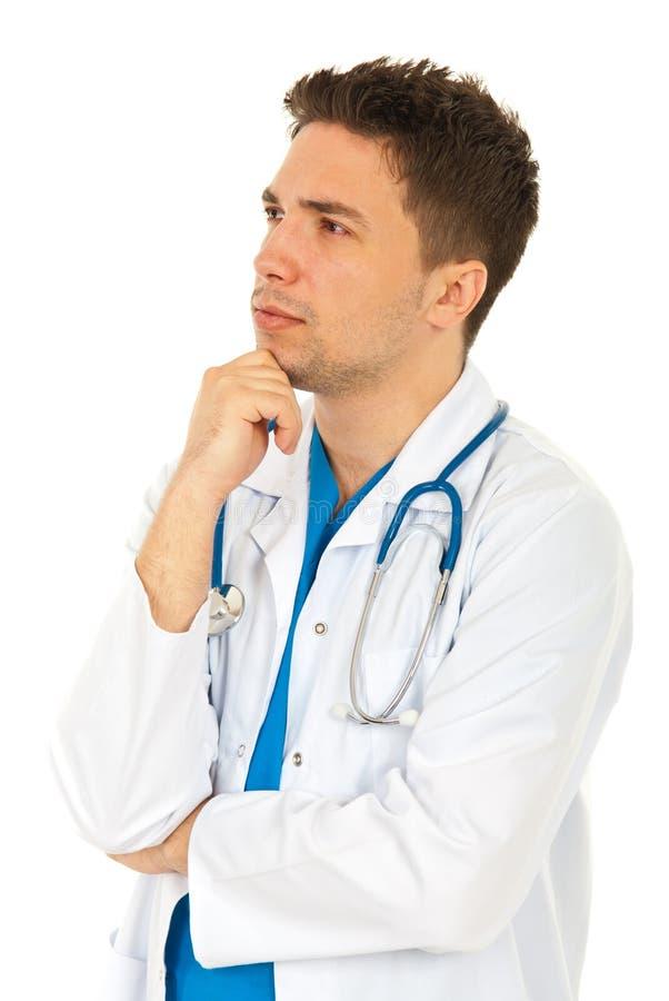 Denkende arts die weg kijkt royalty-vrije stock foto's
