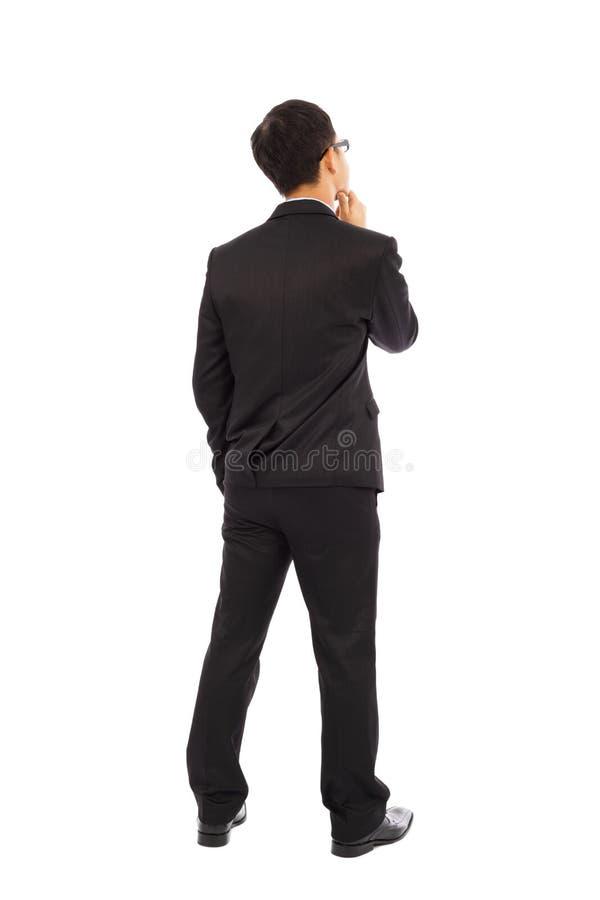 Denkende die zakenman op witte achtergrond wordt geïsoleerd stock afbeeldingen