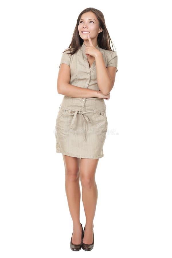 Denkende Frauenstellung getrennt lizenzfreie stockfotos