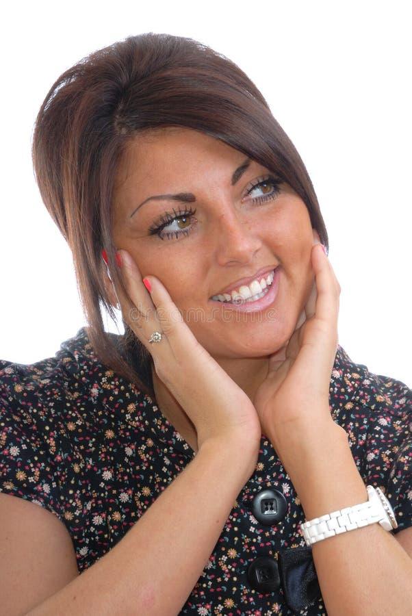 Denkende glückliche Brunettefrauen stockfoto