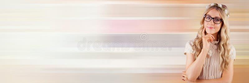 Denkende vrouw met zachte kleurenovergang stock afbeelding