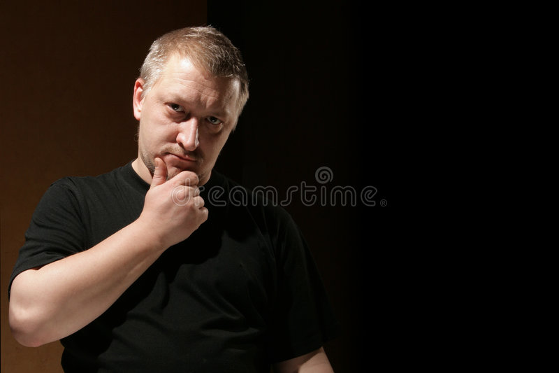Denkender Mann lizenzfreies stockfoto