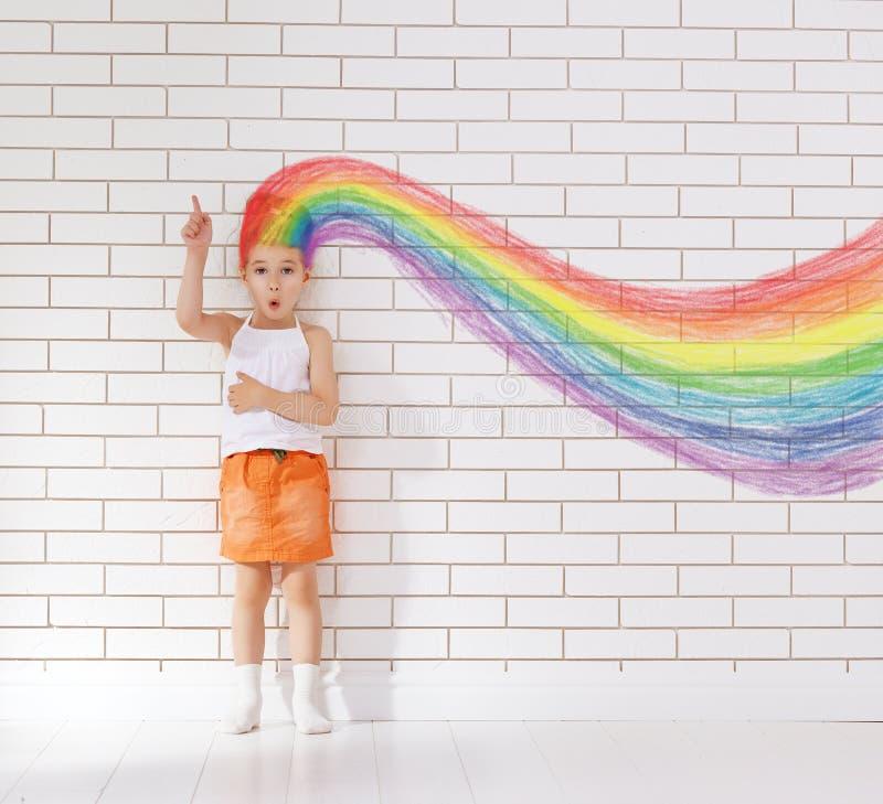 Denkendes Kind lizenzfreies stockfoto