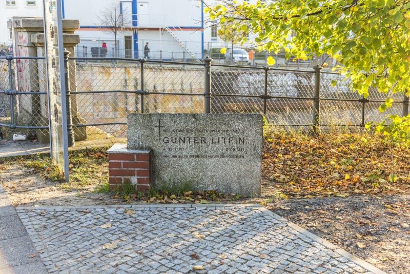 Denkmal an der Wand, zum sich an das erste zu erinnern tötete Person Guenthe stockbild