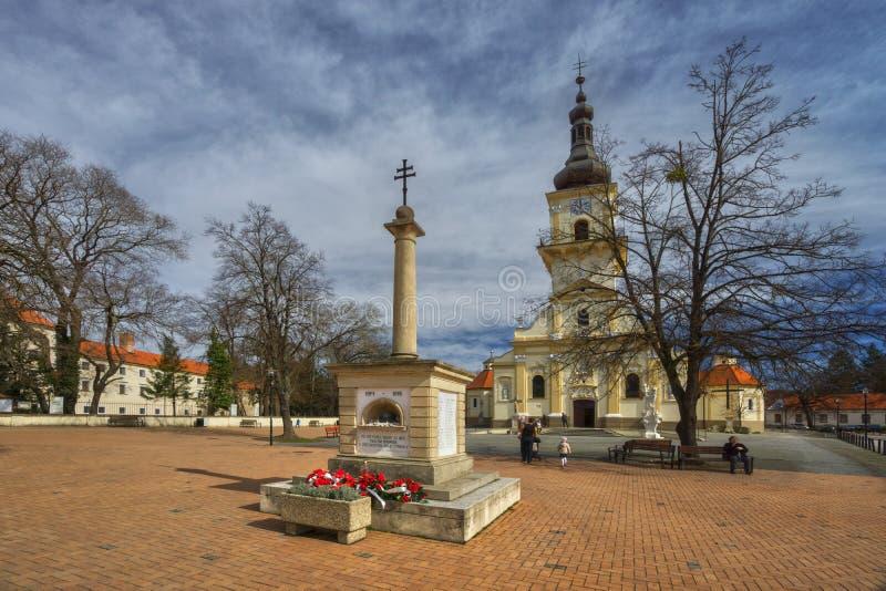 Denkmal des wold-Kriegs-I und Kirche von St Stephen bei Stupava stockbilder