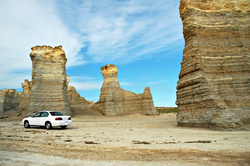 Denkmal-Felsen und Auto stockfotos