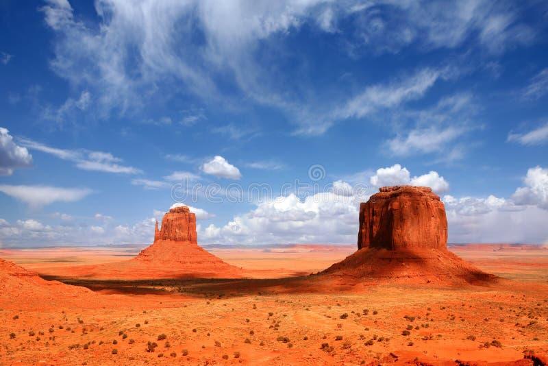 Denkmal-TalButtes mit schönem Himmel stockbilder