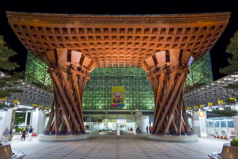Denmåndag porten på den JRKanazawa stationen, Japan royaltyfri foto