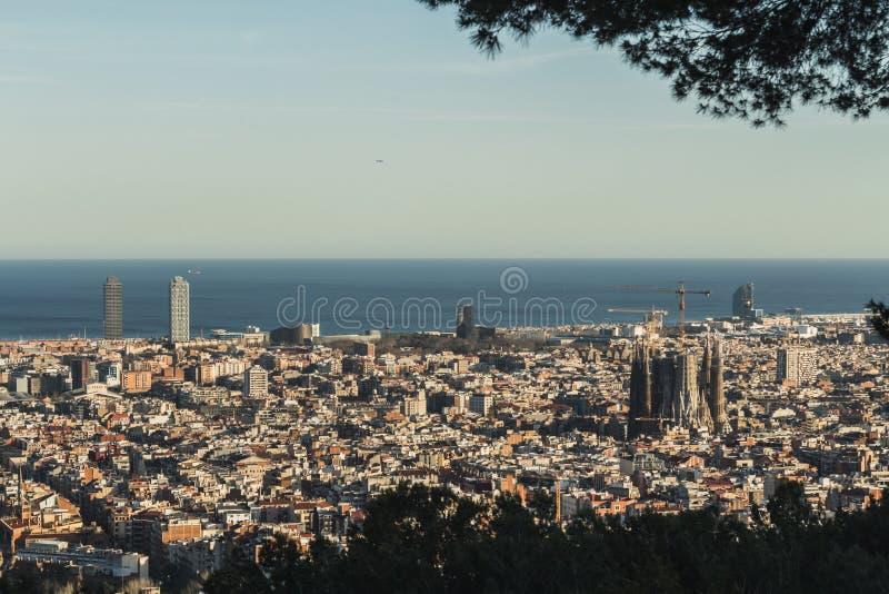 Denna är den spektakulära sikten av Barcelona, Spanien arkivbild