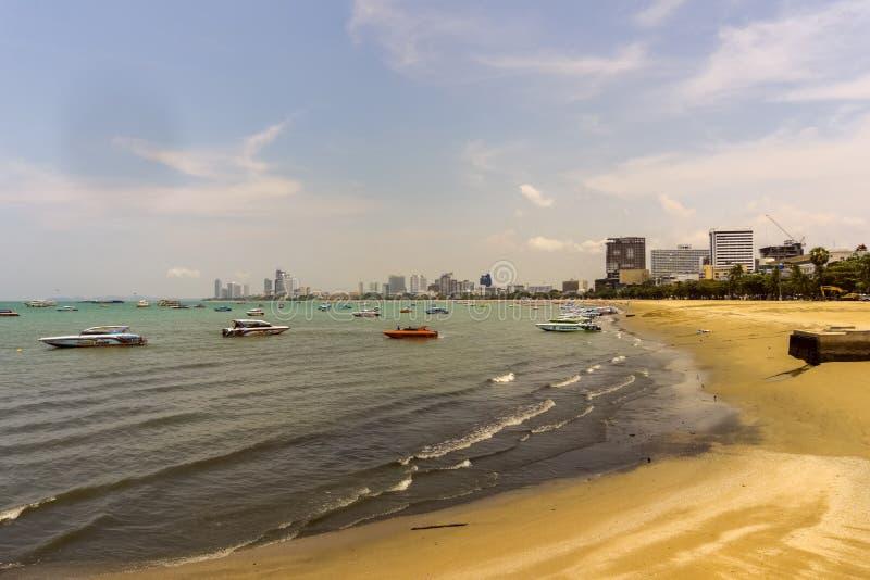 Denna är stranden av Pattaya, Thailand royaltyfria bilder