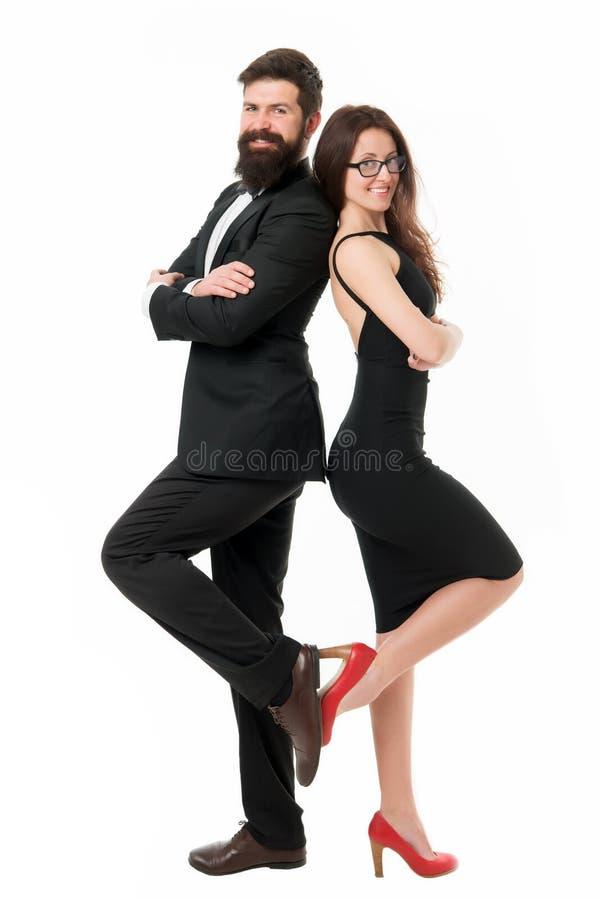 Denna är vår afton Par ösregnar listan som romantiska par bär formell kläder Elegant påklädd för man som och för kvinna är klar f royaltyfri foto