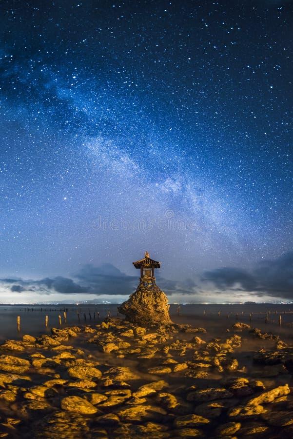 Denna bogini w Nusa Penida przy nocą fotografia stock