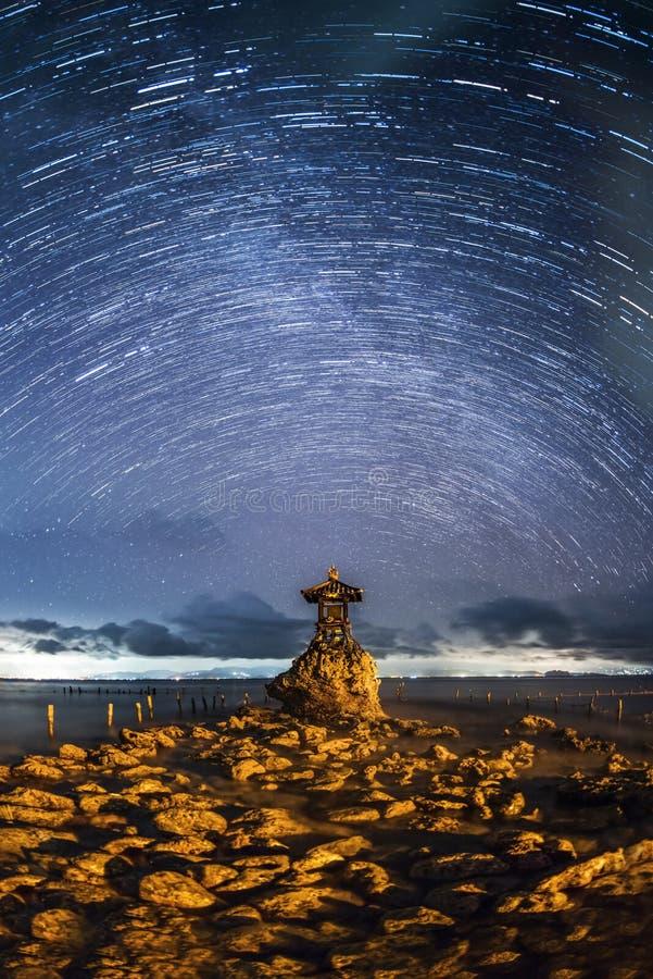 Denna bogini w Nusa Penida przy nocą zdjęcie royalty free