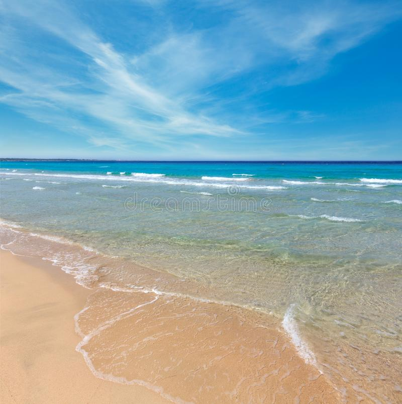 Denna kipiel na plaży obraz royalty free