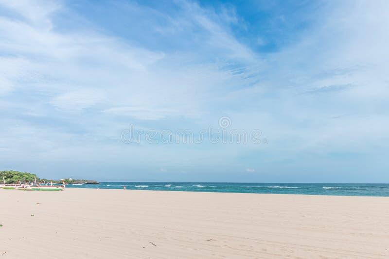 Denna ranek panorama Tropikalny horyzontalny skład bali piękny Indonesia wyspy kuta mężczyzna bieg kształta zmierzchu miasteczko  zdjęcia stock
