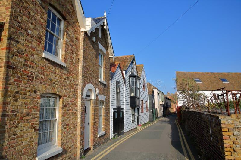 Denna ulica z tradycyjnymi domami w Whitstable, UK fotografia royalty free