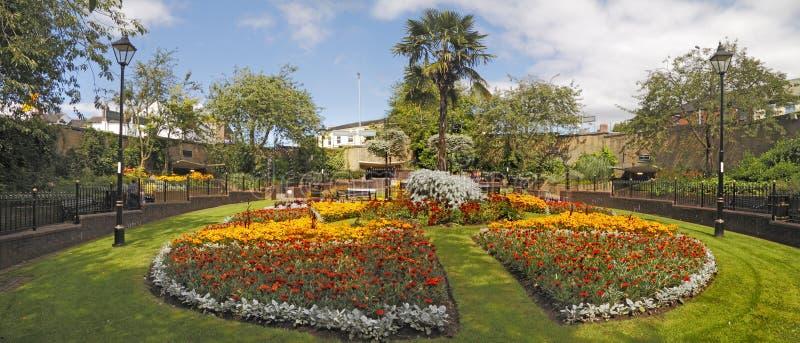 Walled trädgård arkivbilder