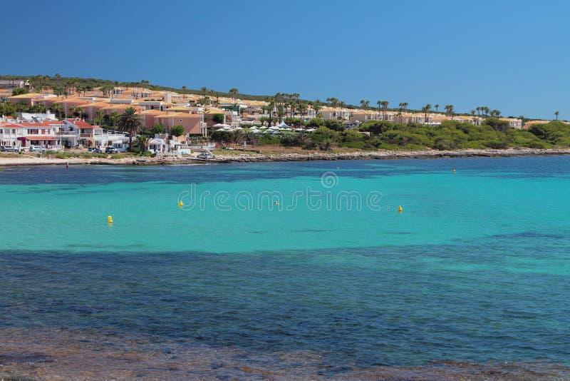 Denna zatoka i kurort na brzegowym Punta Prima, Minorca, Hiszpania obrazy stock