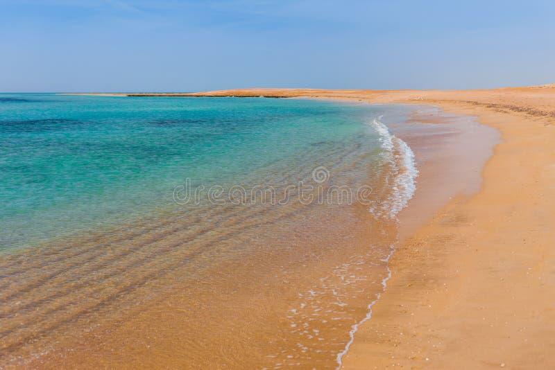 Dennego wybrzeża piaska plaża w Rasa Mohammed parku narodowym Sławny podróży destionation w pustyni Sharm El Sheikh, półwysep syn obraz stock