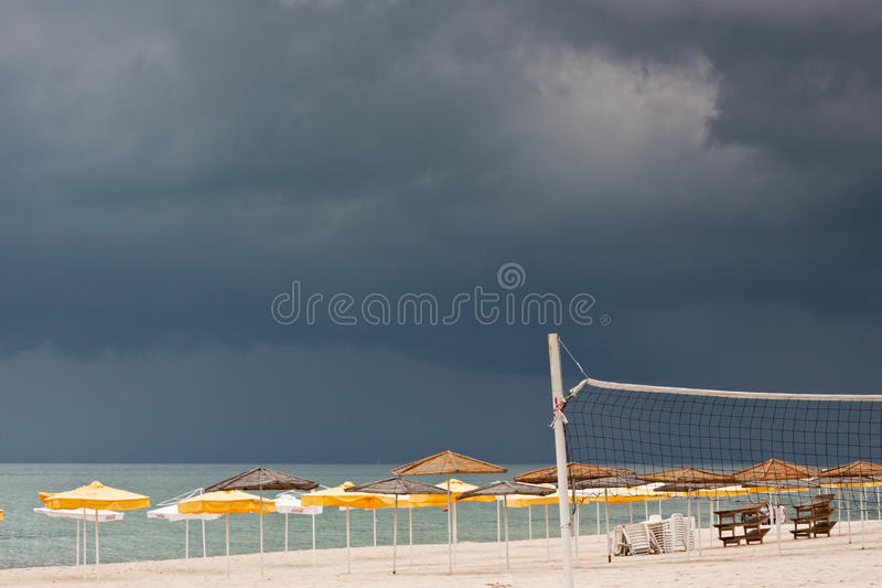 denni deckchairs plażowi parasols obrazy stock