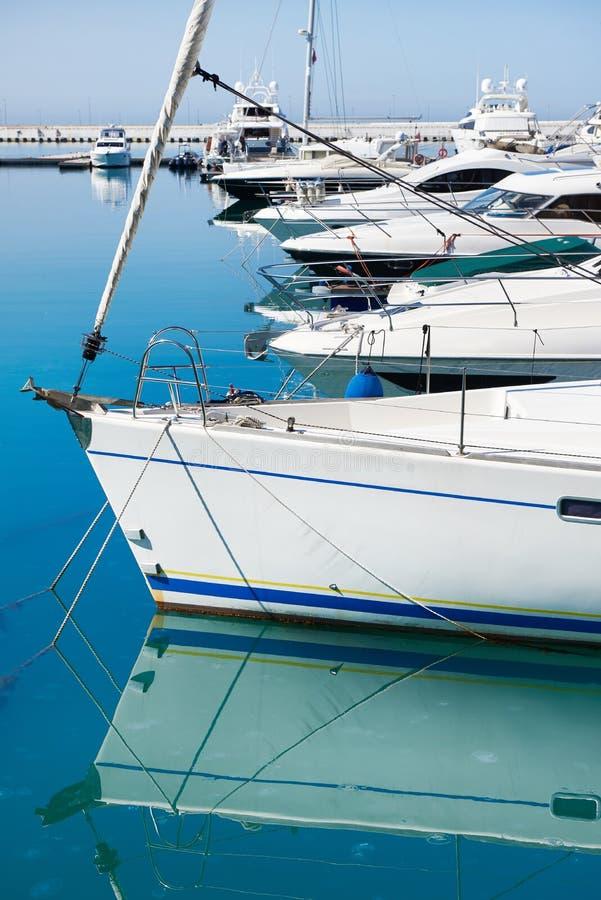Denni jachty w doku obrazy royalty free