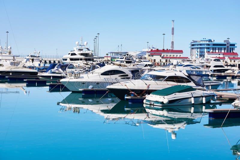 Denni jachty w doku zdjęcia royalty free
