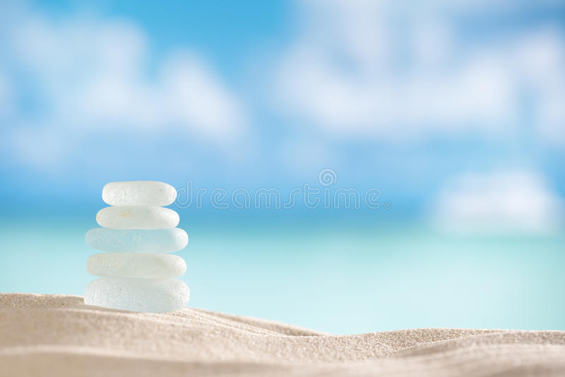 Denni szklani seaglass z oceanem, plażą i seascape, obrazy royalty free