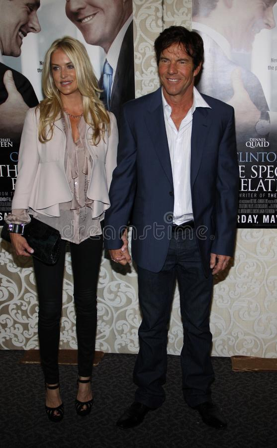 Dennis Quaid e Kimberly Buffington imagem de stock