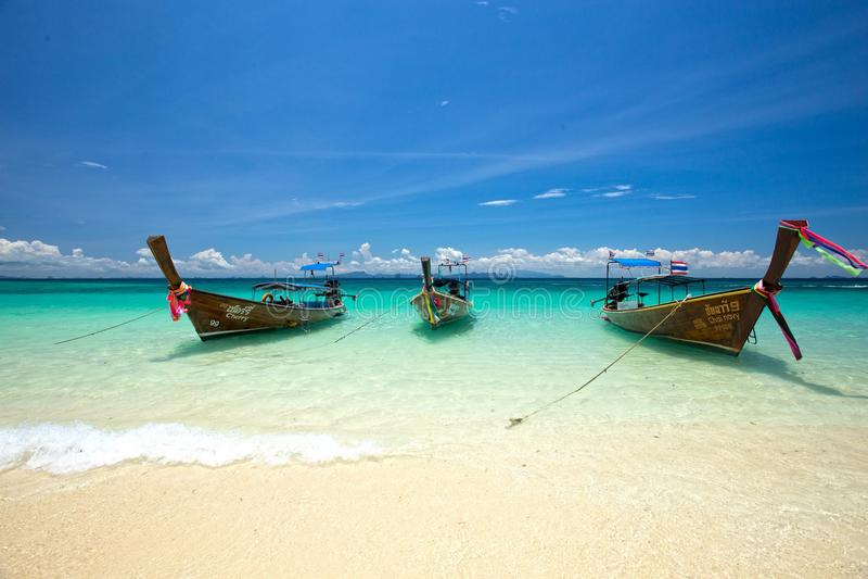 Denny słońce piasek przy Phi Phi wyspą zdjęcie royalty free