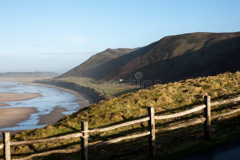 Denny widok wzdłuż piaskowatej plaży obraz royalty free