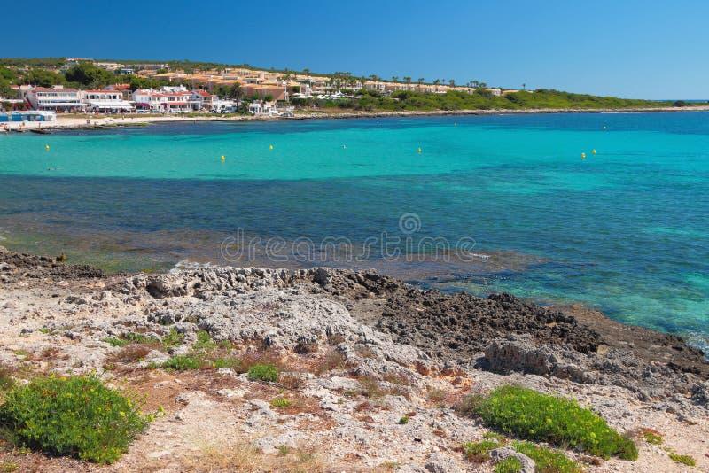 Denny wybrzeże i kurort Punta Prima, Minorca, Hiszpania zdjęcia royalty free
