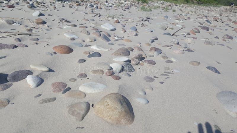 Denny wybrzeże, piasków kamienie obrazy royalty free