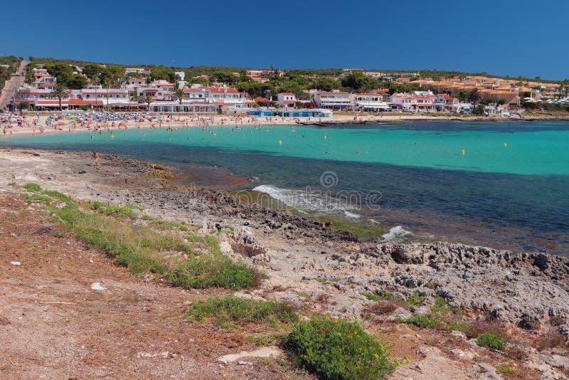 Denny wybrzeże, plaża i kurort, Punta Prima, Minorca, Hiszpania fotografia stock
